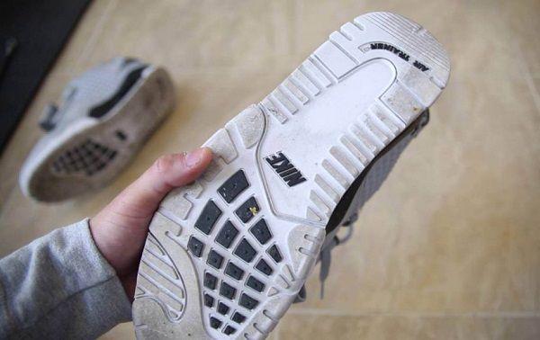 Cách giặt giày thể thao bằng vải lưới