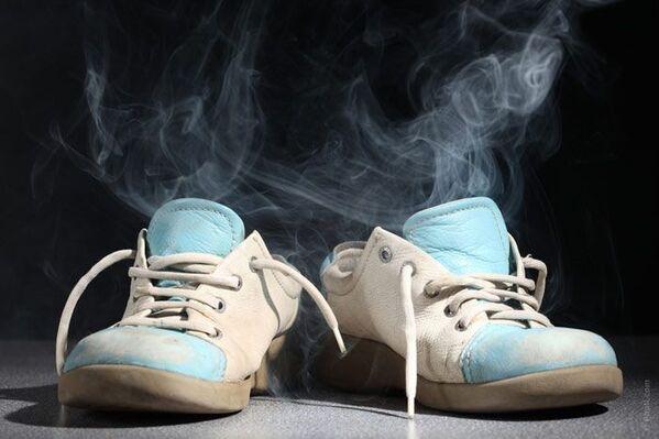 Có nhiều lý do khiến đôi giày của bạn bốc mùi