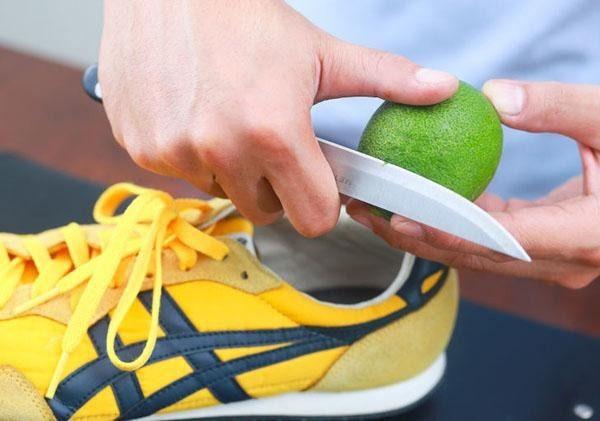 Vỏ cam khử mùi hôi giày hiệu quả