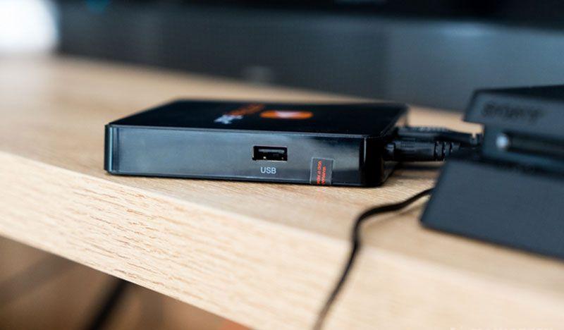 Cổng USB ở cạnh bên