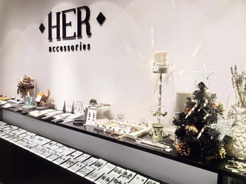 Không gian trưng bày phụ kiện sang trọng tại HerAccessories