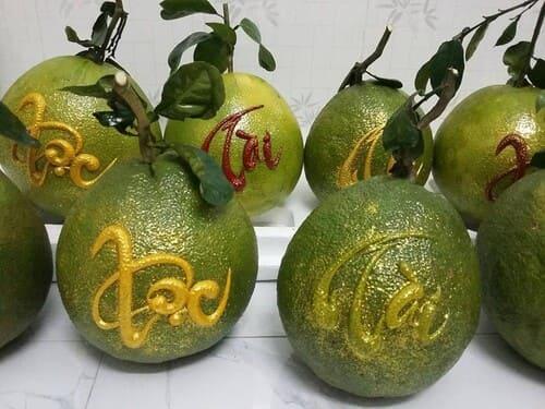 Trái cây khắc chữ